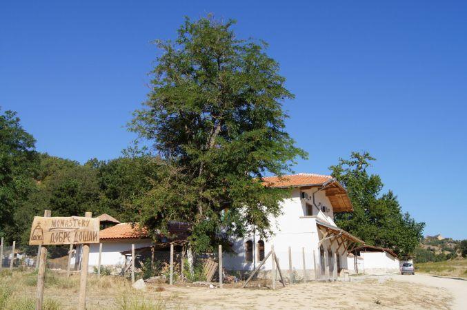 с. Златолист, Роженски манастир и Мелник