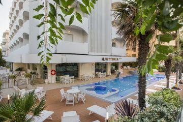 Почивка в ИТАЛИЯ - РИМИНИ, хотел Vittoria 4* - със самолет и обслужване на български език! Гарантирани места!